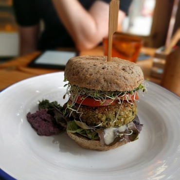 Cafe Verde in Lima, best. vegan. burger. ever.